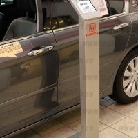 ipillar_locking-ipad-kiosk_honda-dealer1