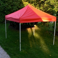 Milieu Stock Red Canopy